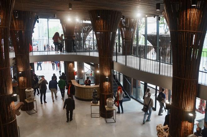 Nhiều du khách tỏ ra thích thú với công trình của Việt Nam. Nguồn: Design Boom